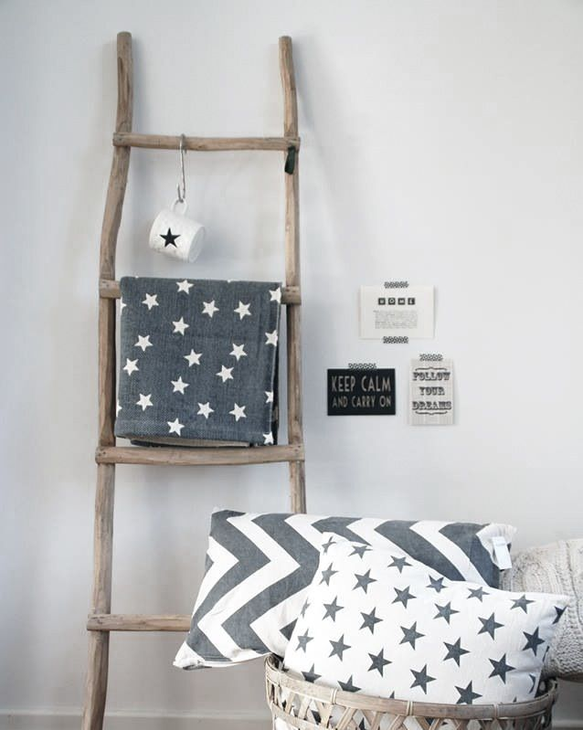 Decorations. Ladder. Gray. Grijs. Kussens. Cushion. Pillows