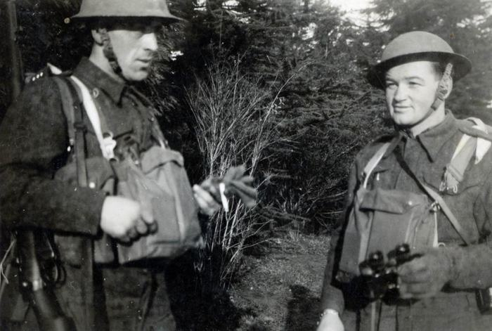 Staff Sergeant Jan Kubiš (right) and Sgt Václav Málek during brigade exercises near Moreton Paddox (spring 1941).