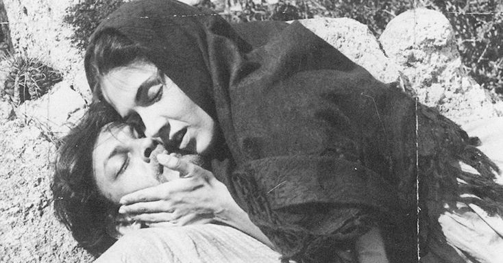 """Yoná Magalhães e Geraldo Del Rey em cena do filme """"Deus e o Diabo na Terra do Sol"""", de 1964"""