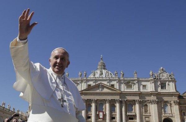 Easter Sunday 2015: Pope Francis celebrates Mass of Jesus Resurrection in St. Peter's Square  Read more: http://www.bellenews.com/2015/04/05/world/europe-news/easter-sunday-2015-pope-francis-celebrates-mass-of-jesus-resurrection-in-st-peters-square/#ixzz3WQ9oMMO6 Follow us: @bellenews on Twitter   bellenewscom on Facebook