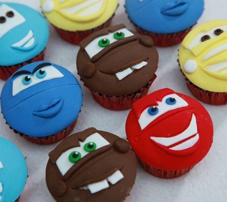 Wat een leuk idee voor Cars cupcakes! - Disney Inspired Baby Shower Cupcakes For Boys - Cars