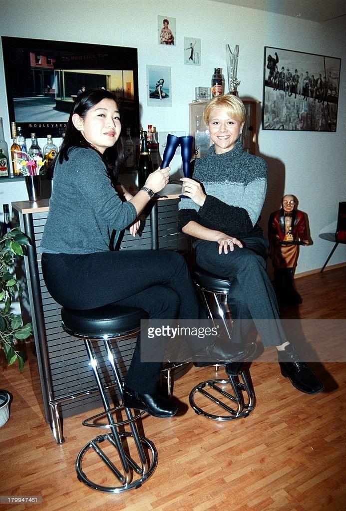 Tanja Szewczenko mit Freundin Hye-Ryim;Kim, Homestory, Dortmund, Bar, Sekt,;Sektglas, Sektflöte,