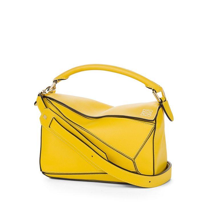 Loewe Puzzle - BOLSO PUZZLE PEQUEÑO Amarillo Conozca todos los modelos Loewe de Puzzle, como nuestro BOLSO PUZZLE PEQUEÑO amarillo. Entre y descúbralo.