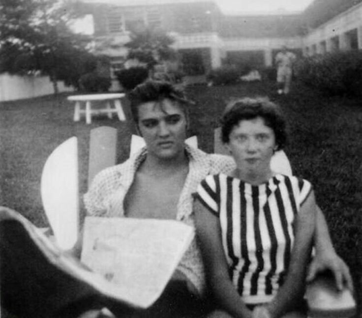 Elvis at the Copacabana Motel and La Casita, Daytona Beach, Florida on August 9,1956 .