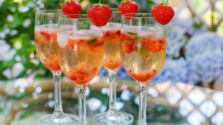 Kuohuviini taipuu drinkeiksikin – helpot reseptit vappujuhliin! http://www.mtv.fi/lifestyle/makuja/artikkeli/kuohuviini-taipuu-drinkeiksikin-helpot-reseptit-vappujuhliin/5866074