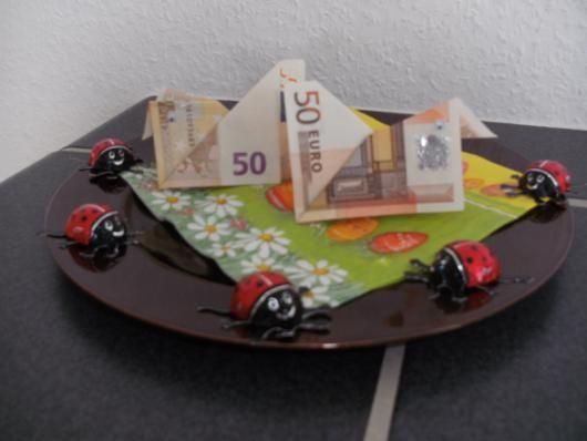 geldgeschenke zu ostern huhn aus geldschein falten schule. Black Bedroom Furniture Sets. Home Design Ideas