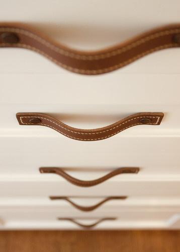 Lanières de cuir pour tiroirs!