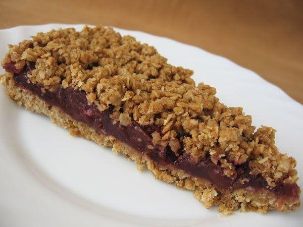Csupa egészséges hozzávaló és a végeredmény egy nagyon finom süti kávé mellé, vagy reggelire müzli helyett. Hozzávalók: 30 cm átmérőjű form...
