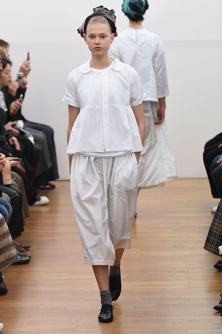 Comme des Garçons Comme des Garçons Spring 2016 Ready-to-Wear Collection Photos - Vogue http://www.vogue.com/fashion-shows/spring-2016-ready-to-wear/comme-des-garcons-comme-des-garcons/slideshow/collection#2