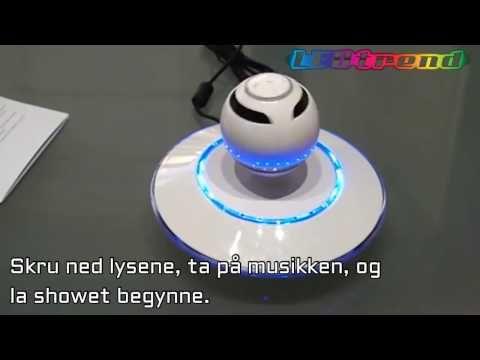 """Høyttaler """"UFO Sound2""""   Svevende høyttaler – LEDtrend.no    Ultra kul blåtann høyttaler som er tatt rett ut fra fremtiden.   Høyttaleren blir holdt i luften av meget sterke magneter som kommer fra under-flaten som følger med. Det krever en del for å få høyttaler kulen opp riktig, men med litt øving, så vil man få høyttaleren opp ganske fort.   You find this item on ledtrend.no"""