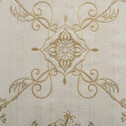 Diseño con formas de tipo barroco, en color crema y oro en este papel pintado de la colección Karat de Parati.