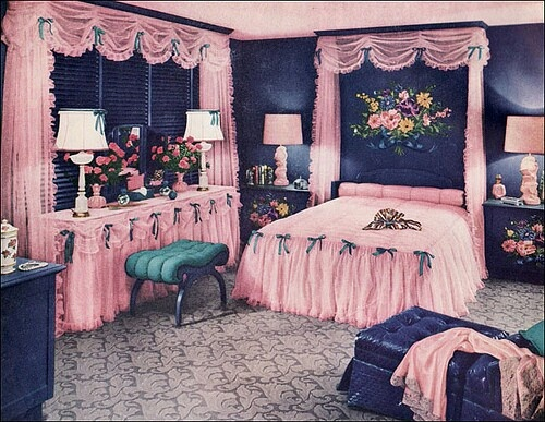 Vintage 1940s 1950s bedroom decor kitsch ugly but for Pink and blue bedroom