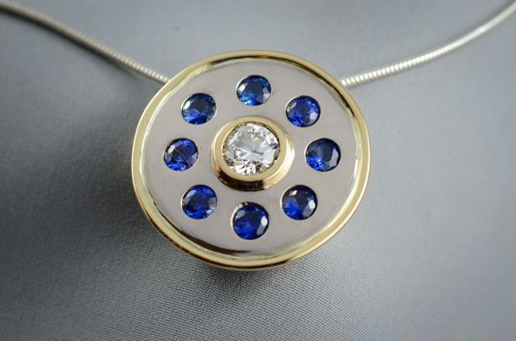 18ct Yellow and white gold pendant - with 6.5mm Diamond surrounded by eight 4mm Ceylon Sapphires