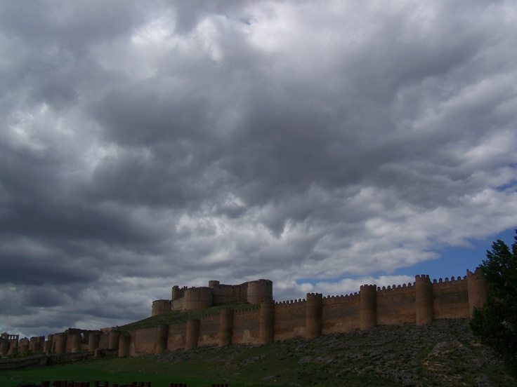 Imponent castell de Berlanga del Duero (Sòria - Espanya)
