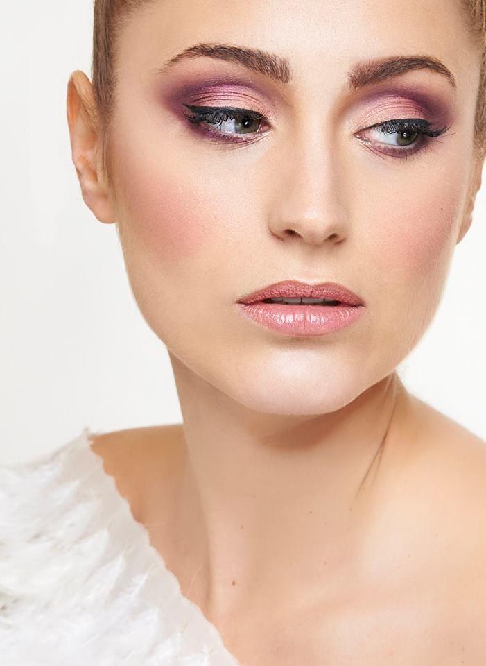 ¡Cursos 2018! Curso de Maquillaje de Belleza Specific Beauty. 3 meses de formación. Inicio: 15 de Enero de 2018 (Lunes) Inicio: 19 de Enero de 2018 (Viernes) Infórmate✉: hola@colors-up.com ☎93412 55 11 - Barcelona