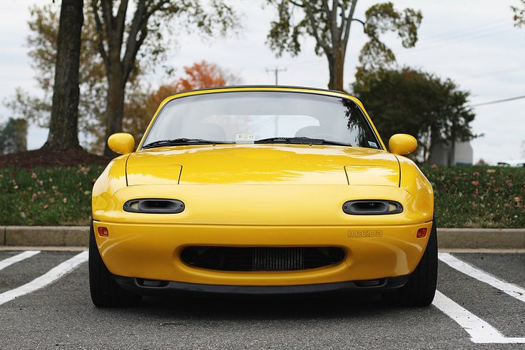 Mazda MX-5 happy, smiling front end on the NA - first in the series