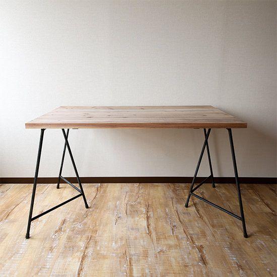 - Dichotomic / ディコトミック- が製作・販売を行う、アイアンテーブル脚 三脚ソーホース 2個セットの商品ページです。ソーホースは、自立できるタイプのアイアン脚なので、収納や移動を楽に行うことができます。屋外や店舗などでも人気のある商品です。固定して使用するための専用金具も用意しているので、メインのダイニングテーブルとしてもご利用いただけます。