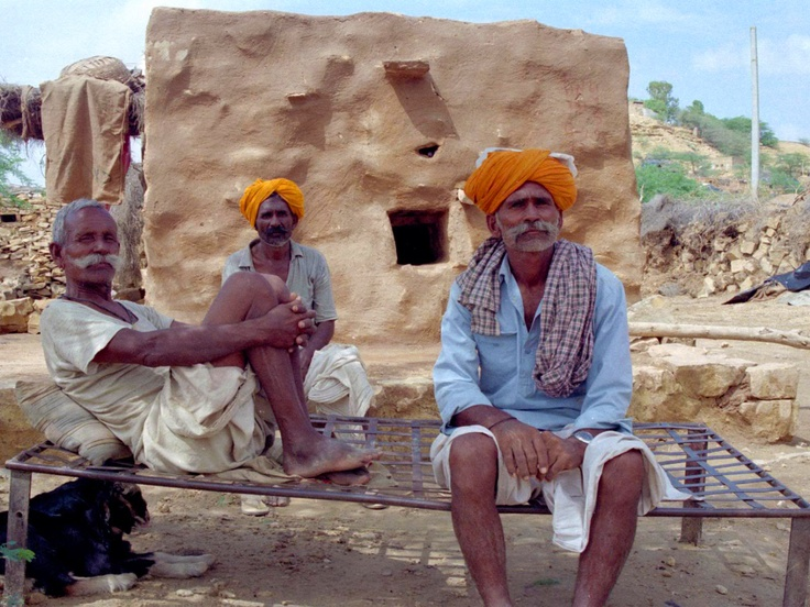 India, Jaisalmer, Locals on a lacy Sunday afternoon