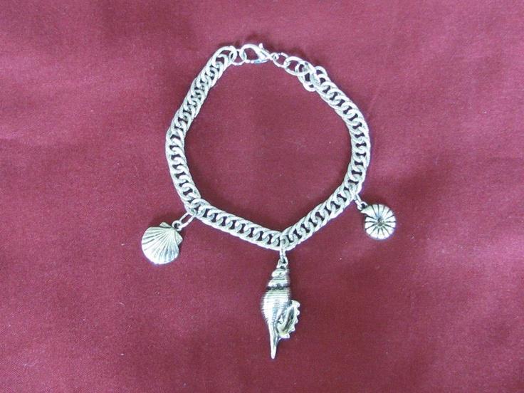 Seashell Charm Bracelet    https://www.facebook.com/photo.php?fbid=534533786580198=pb.534531073247136.-2207520000.1362762205=3