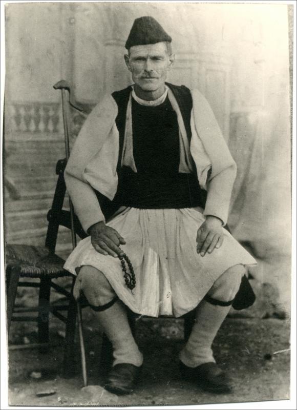 Βλάχος από το Σέλι. Ημερομηνία Έκδοσης: 1930. Συλλογή Χρυσάνθης Κωστοπούλου. Σέλι (Ημαθία).Δημόσια Κεντρική Βιβλιοθήκη της Βέροιας