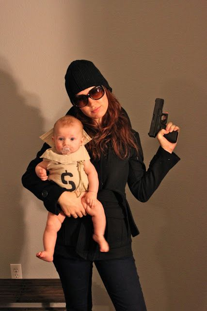 Moneybag Baby and Bank Robber Mommy