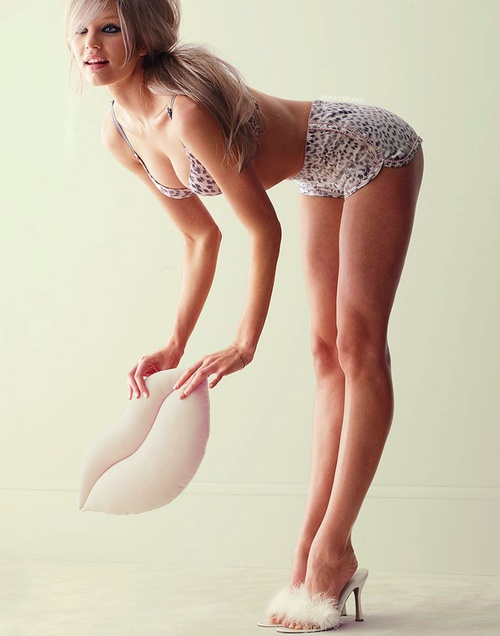 Sexy ladies bent over