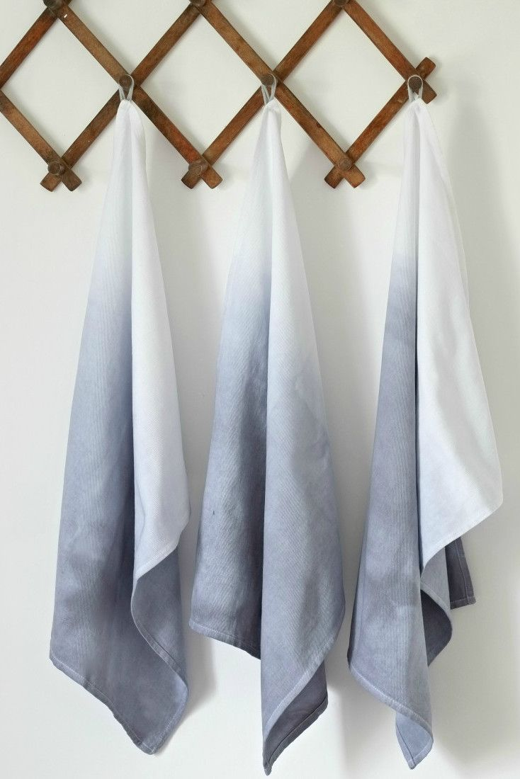 Want to know how to ombre dip dye? You can use it in a lot of craft projects. If you love the ombre, you'll love this DIY project that uses tea towels!