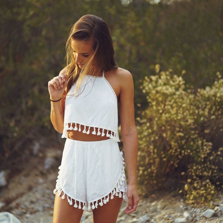 High waisted white outfit with tassels adorable cute summer look