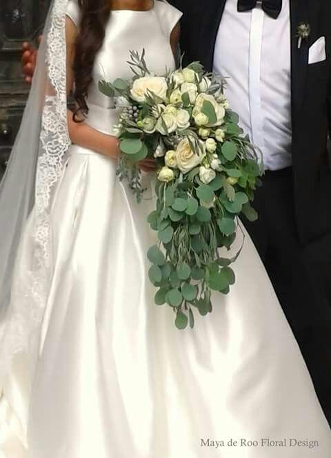 Gorgeous big sized wedding bouquet