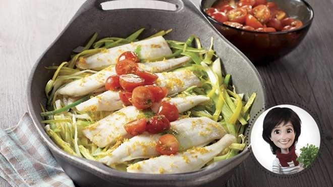 Filets de sole au four avec poireaux et salsa de tomates à l'huile verte de Josée di Stasio