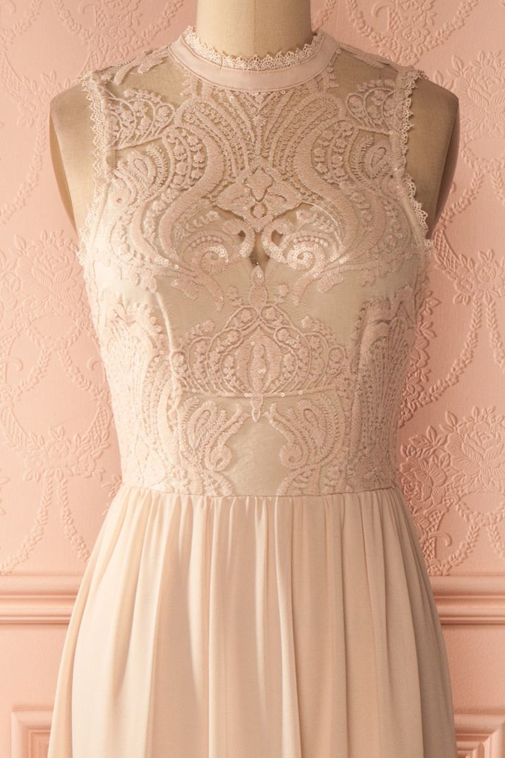 Longue robe de bal à dentelle rose pailletée - Long prom dress with pink lace and sequins