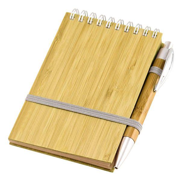 COD.BU036 Libreta Ecológica con Tapas Duras de madera de Bambú, 70 hojas interiores lineadas de papel kraft y anillado metalico doble cero. Incluye Bolígrafo Ecológico de madera de Bamboo con detalles plateados.