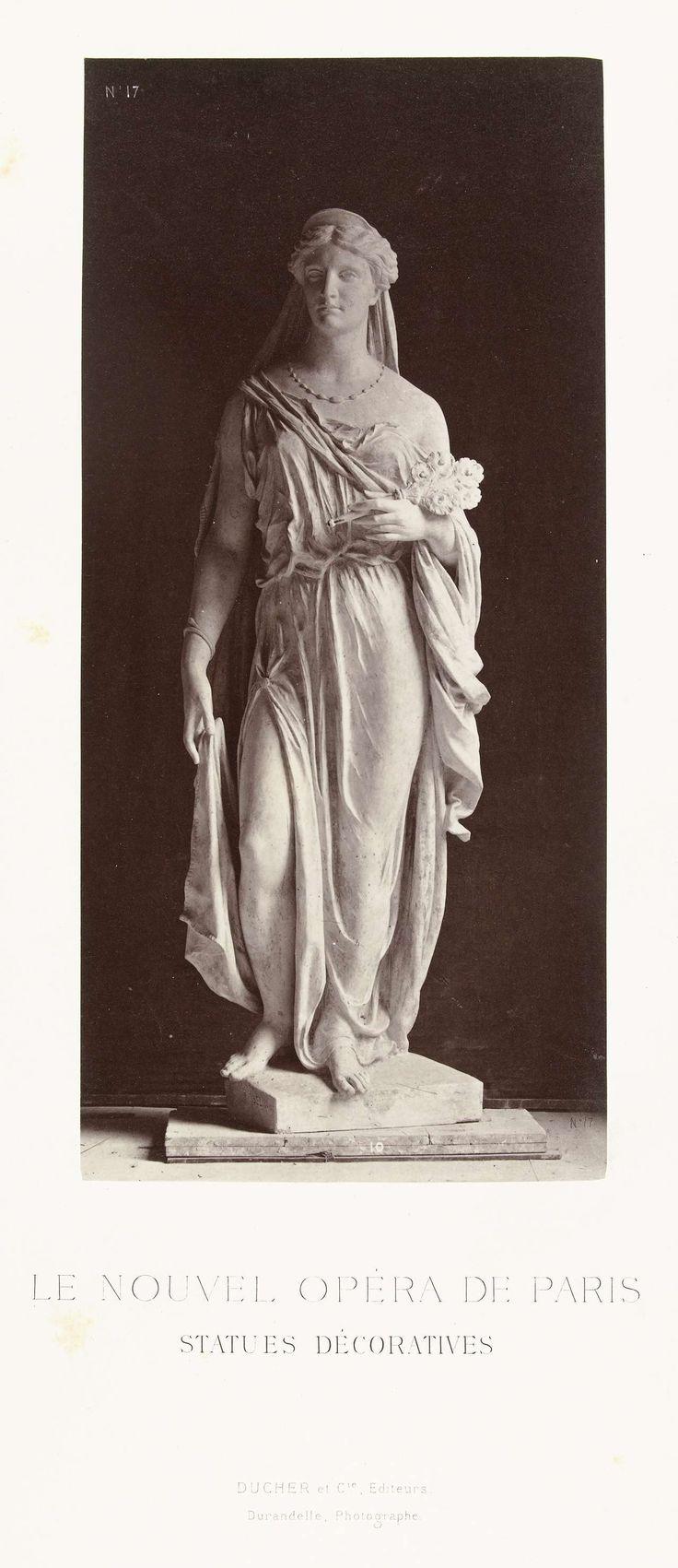 Louis-Emile Durandelle   Marmeren beeld van een vrouw in gewaad en een sluier over haar hoofd, in haar linkerhand draagt zij een bos bloemen., Louis-Emile Durandelle, Ducher et Cie, c. 1878 - 1881  
