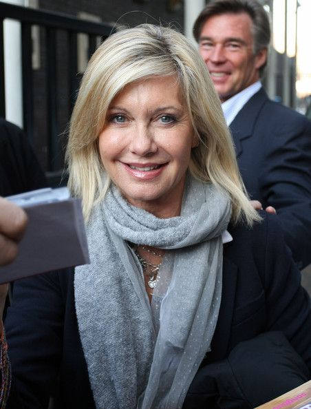 Olivia Newton-John Photos Photos - Olivia Newton-John leaves the London Studios with husband John Easterling. - Olivia Newton-John at London Studios