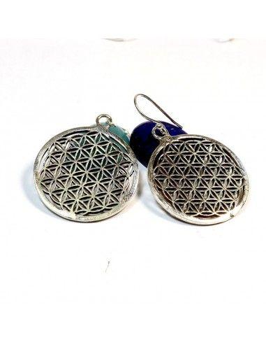 Ce bijou en argent est une paire de boucles d oreilles symbolisant la fleur  de de5bd163a47