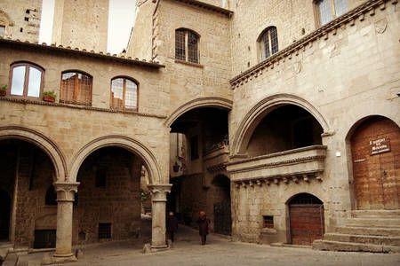 Dai un'occhiata a questo fantastico annuncio su Airbnb: Terrace and tower medieval Viterbo a Viterbo