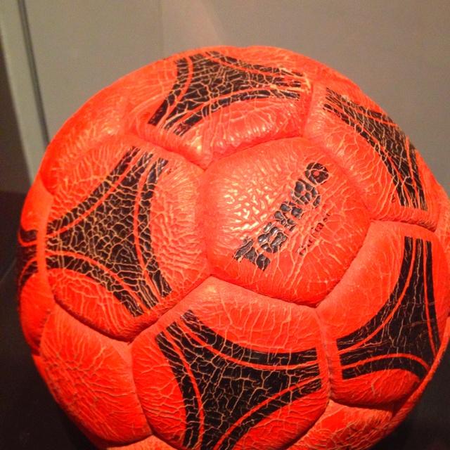 La famosa pelota naranja del Beto Alonso contra Boca (1986)