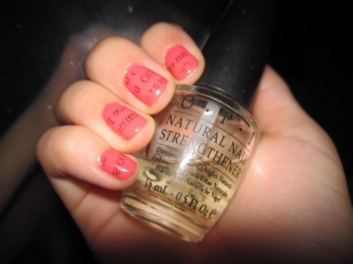 Love this! So simple. Start off with a nice base coat to keep nails healthy, and to prevent yellowing and for easy removal. Next paint the base color of your choice and let nails DRY COMPLETELY. Next use rubbing alcohol in a small container, and dip finger in until nail is fully under liquid. Soak for 5 seconds. Next have a small piece of newspaper, and press against wet nail for 15 seconds. Remove paper. Do the rest of your nails. Finish with a strong top coat.