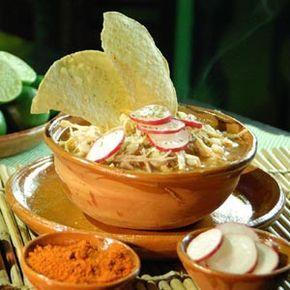 Receta de Pozole rojo de pollo estilo michoacan