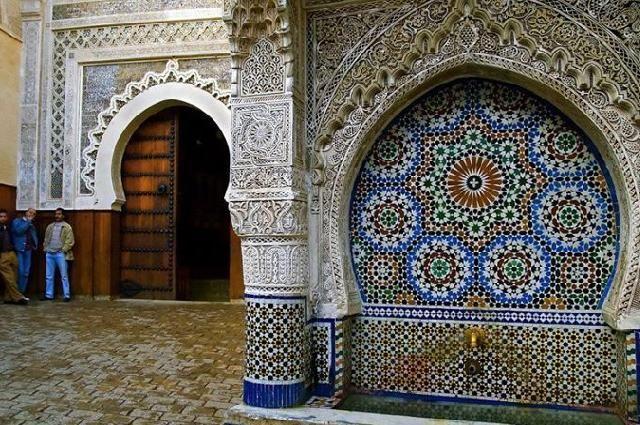 We zochten naar de mooiste en oudste bibliotheken in de Arabische wereld. De oudste ter wereld vinden we in de Marokkaanse stad Fez.