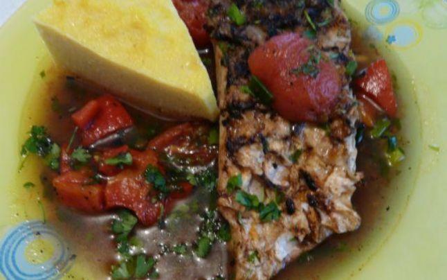 Cum faci cea mai bună saramură de crap din Dunăre. Reţeta preparatului gustos şi sănătos, cât ţii peştele pe grătar