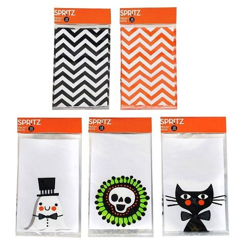 treat sacks - http://www.styledtosparkle.com/styledpicks/giftsandholidays/halloween-treat-bags/