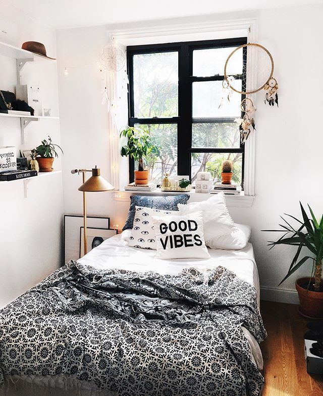 It starts getting cold outside ✨ here is where I rather be ✨ #love #uohome #interior #nyc