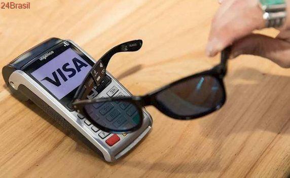 Óculos de sol substitui cartão ao fazer compras