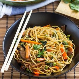 Delicious Fake Lo Mein [HurryTheFoodUp]