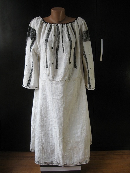 Black embroidered Romanian traditional motif - folk chemise