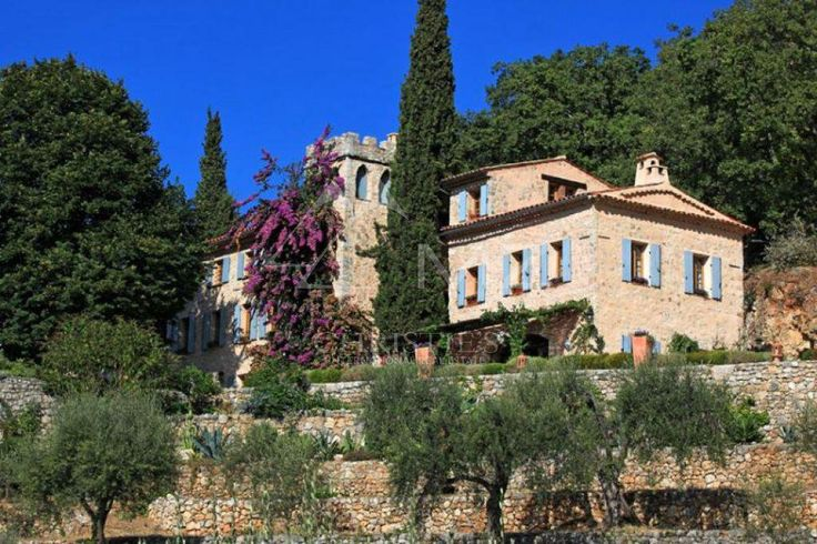 #FridayPic #Sale #CannesBackcountry #AuthenticCastles #PanoramicView #LuxuryRealEstate #FrenchRiviera Michaël Zingraf Real Estate Christie's brings to you a prestigious manor house of the 18th century entirely renovated, extends its charms with its gardens, olive groves and woods on more than 12 acres. This property offers a panoramic sea and mountains view as well as a stone caretaker's house, a workshop, a stunning wine cellar, a salt operated heated swimming pool and a pool house.