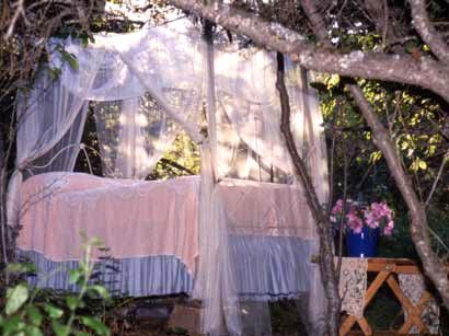 ...Outdoor Beds, Under The Stars, Girls Bedrooms, Fairies Lights, Fairies Dresses, Beds Decor, Canopies Beds, Mary Jane, Beautiful Bedrooms