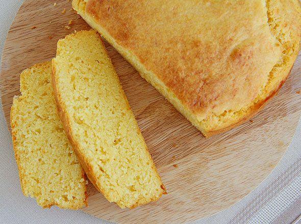 Вы любите домашний хлеб? Мы приготовили новый рецепт в вашу кулинарную книгу. Попробуйте и вы этот вкусный кукурузный хлеб с сыром.  Этот «солнечный» кукурузный хлеб очень прост в приготовлении и нео…