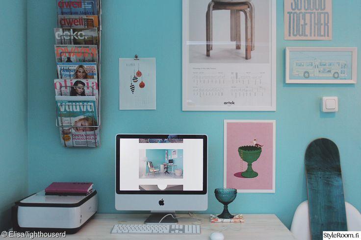 Postereita ja tauluja työpisteen seinällä. #inspiroivakoti #styleroom #workroom #pastels #posterwall #wall Täällä asuu: Lighthouserd-Elisa
